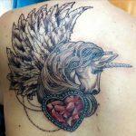 Einhorn Tattoo auf Rücken gestochen von Marielle-Art