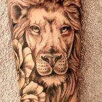Löwentattoo von Marielle-Art aus der Nähe von Weimar
