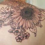 Blumengarten auf Rücken Tattoo von Marielle-Art