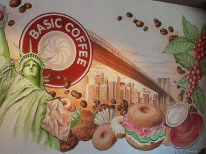 Fassade mit großem Wandbild für ein Café