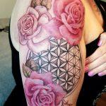 Blume des Lebens mit Rosen Tattoo